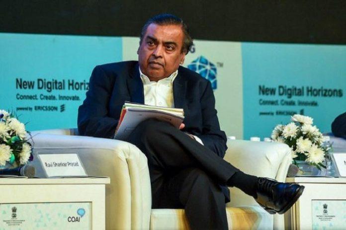 India's richest man to battle Amazon, Walmart in e-commerce