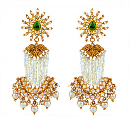 Dazzle any occasion with this pair of ornate Chandbali earrings, strung with an array of glittering pearls
