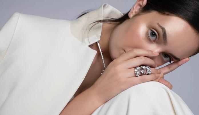 British lab-grown diamond brand enters bespoke engagement ring market