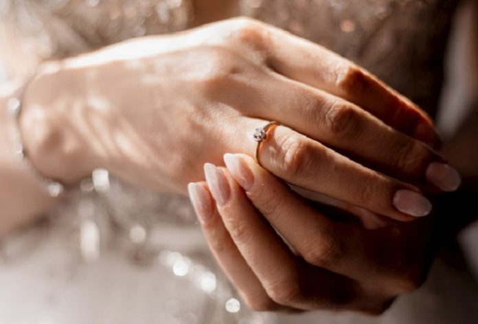 A Third of Brides Disappointed by Engagement Ring