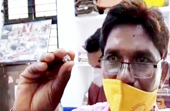 Indian Woman Finds 4.5-ct Diamond, Thanks to Heavy Rain