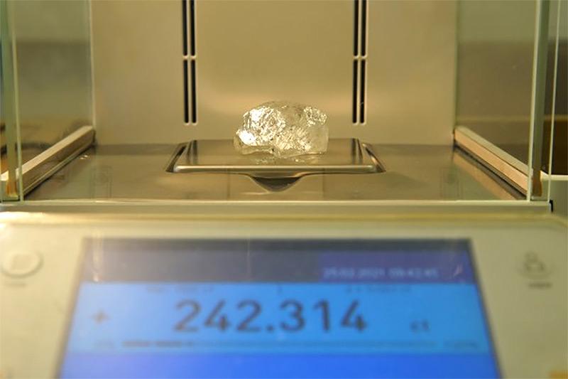 Alrosa April Rough Diamond Sales 242.31 carats